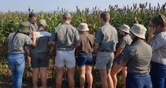 Agri-Merensky-leerders luister na die goeie raad van mnr. Joubert Fourie van Limpopo Melkery.