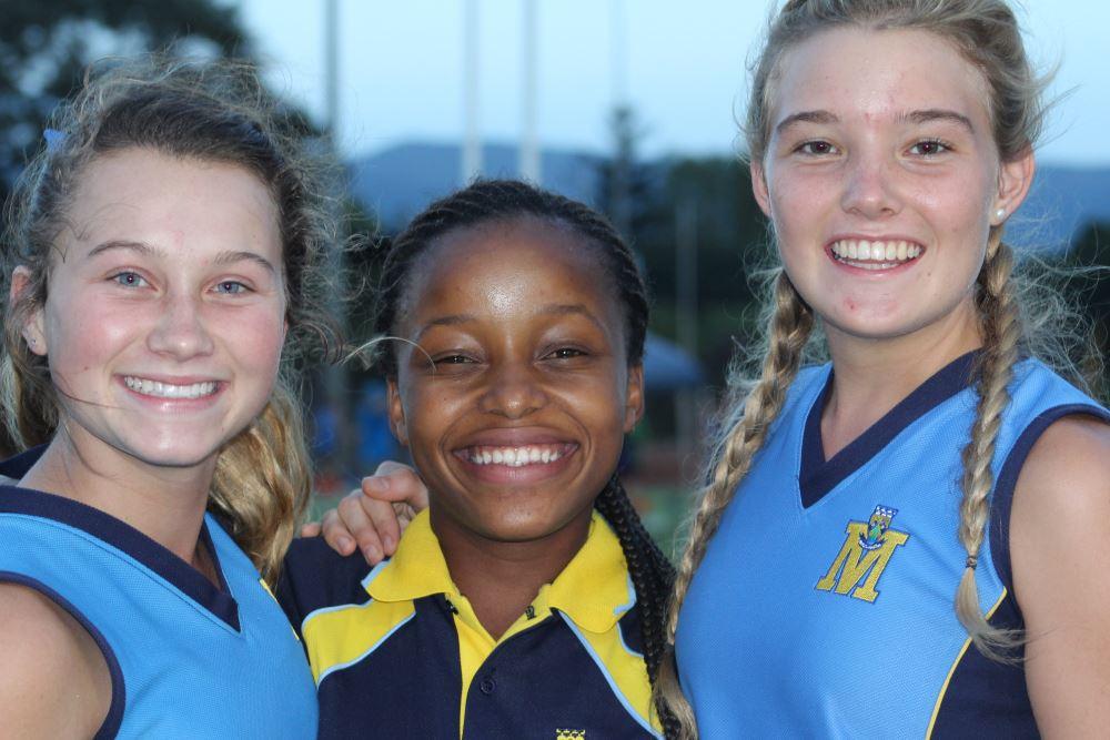 Atletiek @ Piet Potgieter: Kesia Pohl, Kgabo Mamorobela en Ciné Venter.
