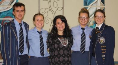 Eduard O'Reilly, Antje-Marise Lombard, me. Claudia Olivier (organiseerder), Crystal Kirstein (voorsitter) en Marlu McLean.