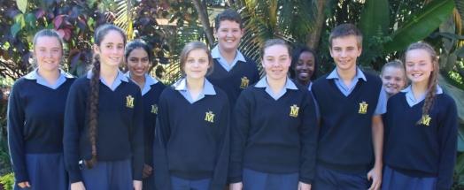 GRAAD 9 Voor: Iszabella le Roux (1), Michaela Stanley (2), Nichola Glazer (3), Rohan du Plessis (4) en Suandrie Corbett (6). Agter: Dominique Blandin de Chalain (10), Aaliyah Bham (10), Rhinus Jacobs (9), Bonga Mathebula (8) en Bianca Prinsloo (7). Afwesig: Judi Fleischmann (5)