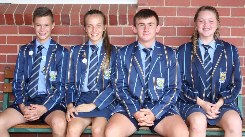 GRAAD 9.2 AFRIKAANS Ruben Potgieter, Mariesa Schutte, Reynhard Pretorius en Marjoné Beukes.