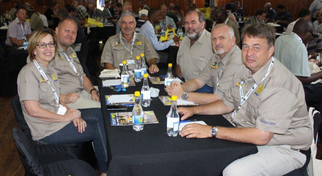 AFGEVAARDIGDES VAN MERENSKY Me. Magriet van der Merwe, mnre. Mark Louwies, Christo Pretorius, Schalk Corbett, Magnus Steyn & Paul Gubitz.