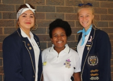 Jordin Young (vocals), with Monique Zhanda and Donné Oosthuizen (organisers).