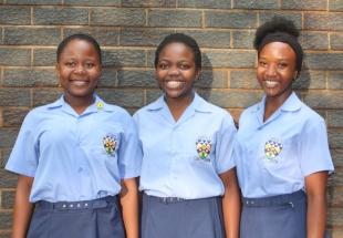 Mia Nkuna, Mapula Matjokotja en Peace Chiloane.