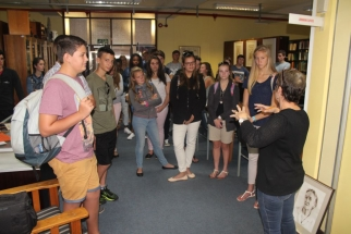 Mrs. Anne-Lise Fourie, the librarian at the Pretoria Botanical Gardens, informs the learners on the library's history and collection. Front: Rinus Jacobs, Rohan du Plessis, Bianca Prinsloo, Carmi Venter, Crystal Kirstein, Lin-Mari Theron and Donné Oosthuizen.
